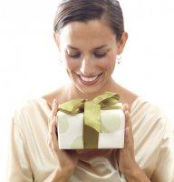 Подарки любимым женщинам, что лежат под елкой